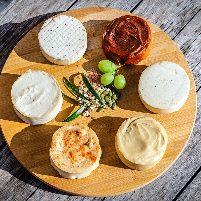 quesos-veganos-anacardos-variedad-sabores-tom-yum-thai-trufa-negra-ahumado-original-frovegerie